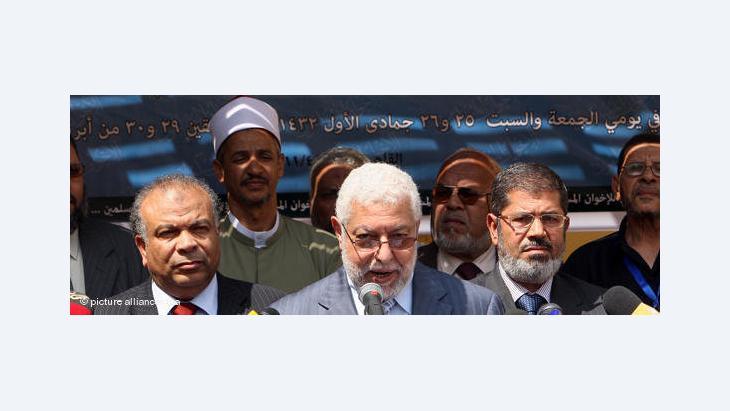 جماعة الإخوان أسست حزب العدالة والحرية ليضم مختلف الأطياف المنضوية تحت هذه الحركة...ولكن هناك من يرى أنها تفتقد إلى الانفتاح