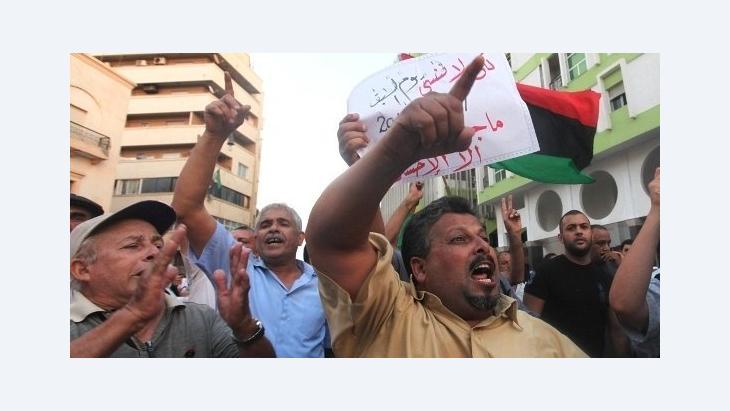 متظاهرون في بنغازي يدينون مقتل السفير الأمريكي في بلدهم الصورة روزيتر