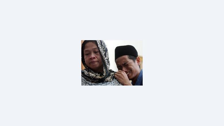 أقرباء أحد ضحايا اعتداء بالي في أكتوبر/تشرين الأول 2005، الصورة: أ ب