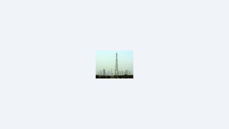 صورة لبرج دبي تحت الإنشاء، الصورة: ا.ب