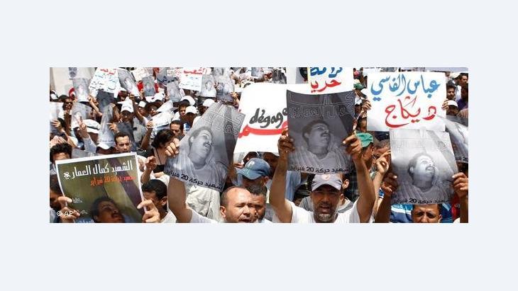 حركة شباب 20 فبراير والأحزاب الداعمة لها نظمت مسيرات رافضة للدستور وداعية لمقاطعة التصويت عليه، وبلغت هذه المسيرات أوجها في مدينة طنجة؟