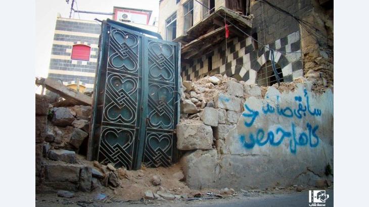 عدسة شاب حمصي: صور فوتوغرافية توثق دمار حمص وتتحدى خطر الموت