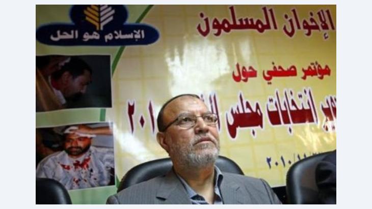 أعاد  الإخوان المسلمون خلط الأوراق الانتخابية في مصر بقرارهم ترشيح خيرت الشاطر لمنصب رئيس الجمهورية، من 1954 لـ 2012: مارس شهر الأزمات بين العسكر والإخوان