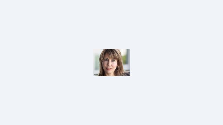 """النجمة التلفزيونية كريستينا بيكر مؤلفة كتاب """"من قناة م تي في إلى مكة"""""""