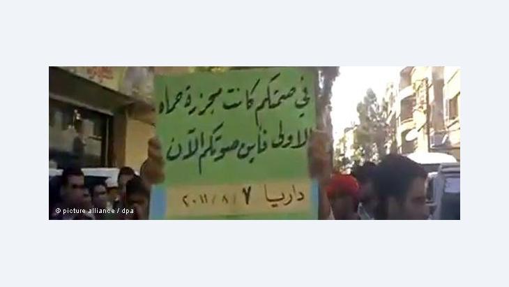 القمع الدموي للمتظاهرين السلميين يفرغ الوعود الإصلاحية للأسد من مضمونها.