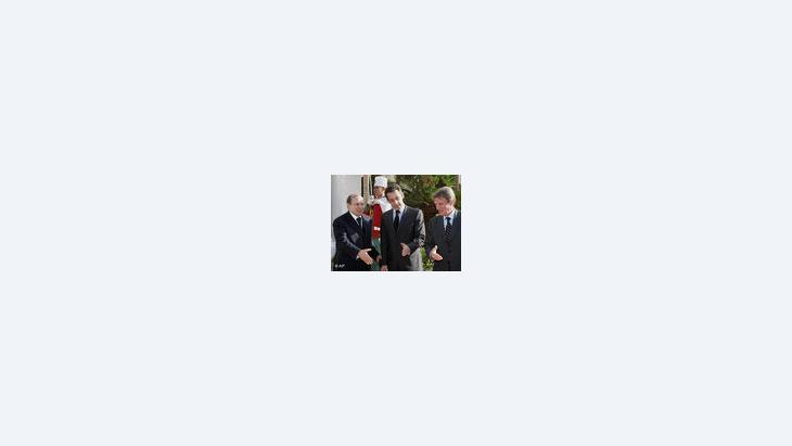 الرئيس الجزائري بوتفليقة مع الرئيس الفرنسي ساركوزي في زيارة على باريس، الصورة أ ب