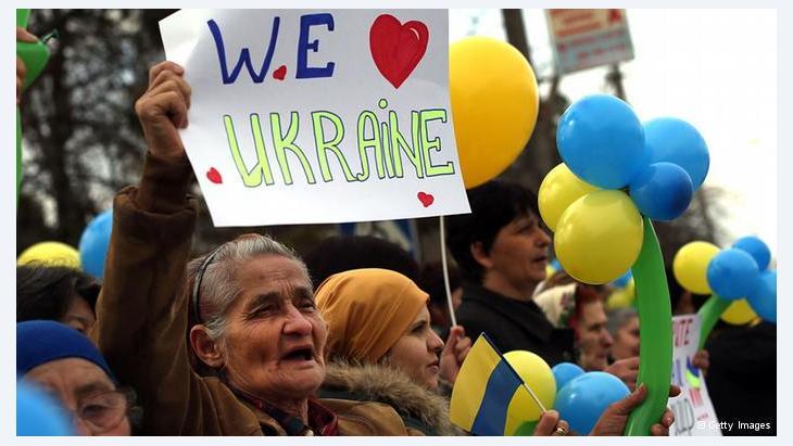 التتار يريدون البقاء أوكرانيين: تعتبر مدينة باخش سراي الأكبر من حيث نسبة السكان التتار، حيث يتظاهر الكثير منهم من أجل السلام ووحدة أوكرانيا رغم سيطرة الميليشيات الموالية لروسيا على القواعد العسكرية في المدينة.