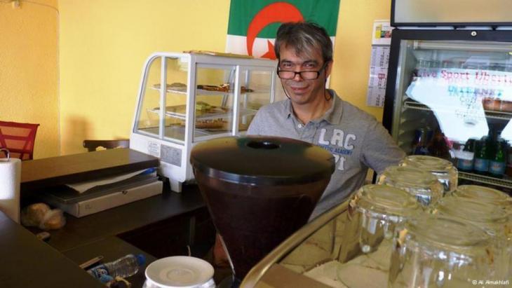 """التركي تونجاي كوزان، صاحب مقهى """"جزائري"""" في ألمانيا"""