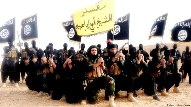 """ينظر اليوم إلى تنظيم الدولة الإسلامية في العراق والشام، على اعتباره من أكثر التنظيمات عنفاً في تاريخ الحركات الإسلامية، التي تتبنى الفكر السلفي الجهادي التكفيري، بما فيها حتى التنظيم الأم الذي خرج منه، أي تنظيم """"القاعدة"""" الذي انتمى إليه أبو مصعب الزرقاوي، الأب الشرعي لهذا التنظيم المتطرف.  وتعتمد قوة هذا التنظيم على أساس الاستقطاب الطائفي قبل الإيديولوجي. ويعتمد خطابا دينيا متعصبا موجها إلى طائفة بعينها هي طائفة السنة. كما يتبنى العنف والإرهاب كنهج لتحقيق أهدافه."""