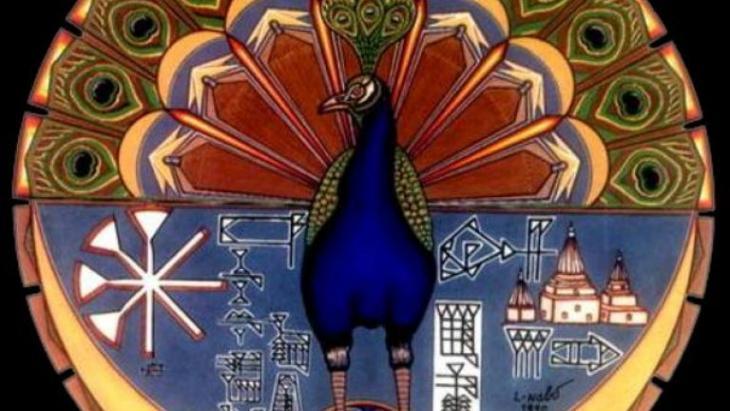 """الباحث الألماني رابنر شولتسه: يمكن اليوم إلى حد ما القول إنَّ الديانة اليزيدية تأسست على أنقاض ثقافة محلية قديمة، ارتبطت مع الرمز إلى الله في شكل الطاووس. وطبقًا للتقليد اليزيدي فإنَّ الطاووس، الذي يقوم فوق شمعدان في قرية باعذرا في وادي لالش، قد انشق عن الله المجهول (""""الرب"""") وقد كُلِّف من قبل الله سوية مع أعلى الملائكة السبعة (أو الأسرار - الكواكب السبعة)، أي ملك طاووس - في نفس الوقت، بخلق العالم وتولي أموره."""