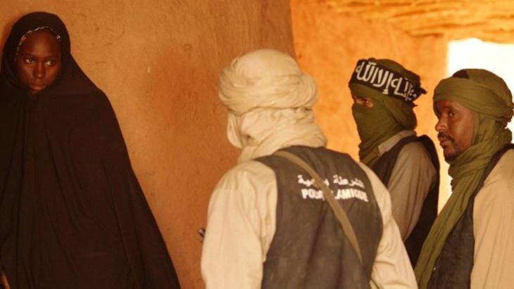"""""""تمبكتو"""" فيلم للمخرج الموريتاني عبد الرحمن سيساكو حول انتشار الأصولية الإسلاموية في منطقة تمبكتو في مالي."""