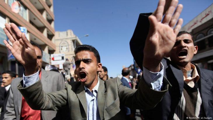 تظاهر آلاف اليمنيين في شوارع صنعاء وفي مدن يمنية أخرى يوم السبت 24 / 01 / 2015 في أكبر تجمع ضد الحوثيين منذ سيطرتهم على العاصمة في أيلول/ سبتمبر 2014.