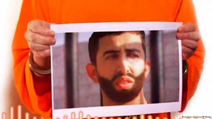 """فيديو حرق الكساسب: مشاهدة مقطع الفيديو الذي نشره إرهابيو تنظيم """"الدولة الإسلامية"""" يترك المرء عاجزاً عن الكلام نظراً لبربرية المظهر"""