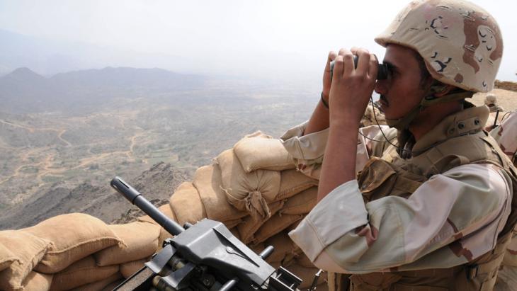 """أعلنت السعودية عن إطلاق عملية """"عاصفة الحزم"""" العسكرية ضد الحوثيين في اليمن، بمشاركة عشر دول. وجاءت العملية بعد مطالبة الرئيس اليمني عبد ربه منصور هادي بتدخل خارجي."""