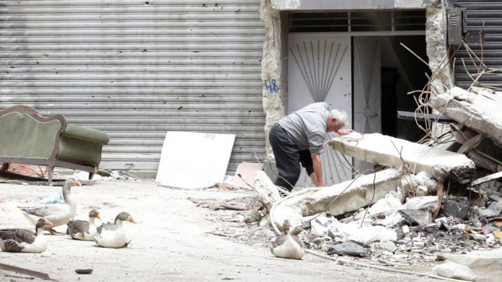 نظام الأسد يتحمل مسؤولية الوضع الراهن في سوريا، لأنه عمل منذ انطلاق الثورة السلمية على عسكرتها وتشويه أسلوبها السلمي.