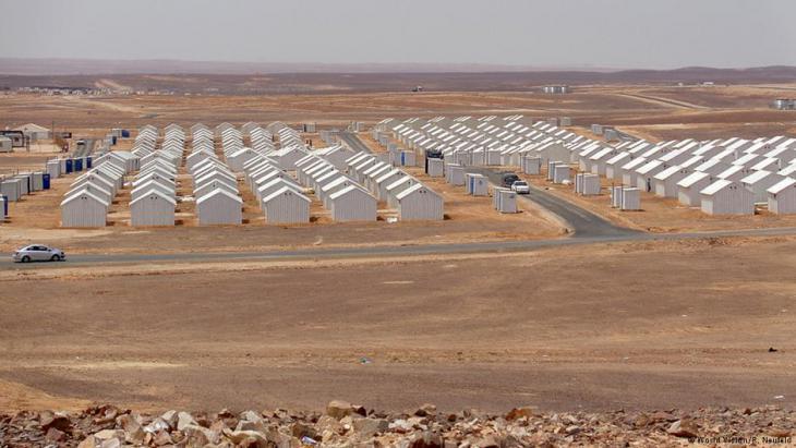 مخيم الأزرق للاجئين في الصحراء الأردنية.