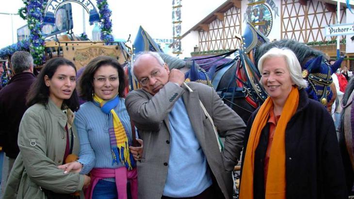 منصورة عز الدين مع جمال الغيطاني وزهرة يسري وكريستين ومجدي الجوهري في مهرجان البيرة في ميونيخ