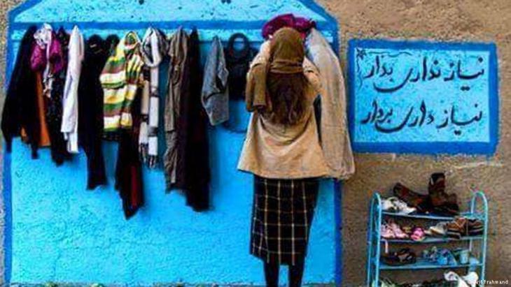 """""""جدران الإيثار"""": حملة لمساعدة المشردين ونقد لحكومة طهران"""
