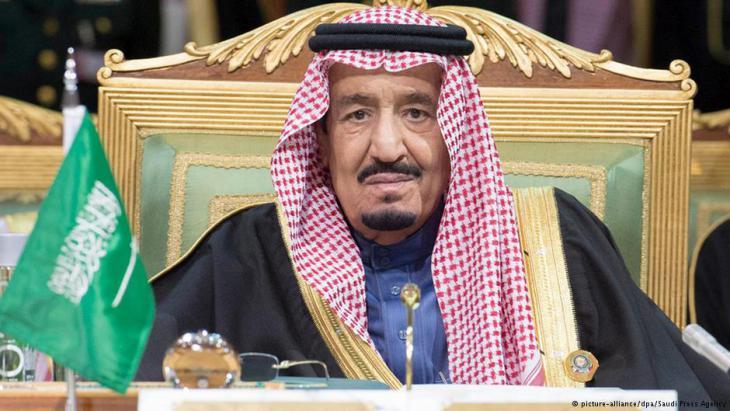 فيما أعلن وزير الخارجية السعودي الاحد ان بلاده قطعت علاقاتها الديبلوماسية مع ايران إثر حرق السفارة السعودية، نفت طهران إلحاق الأذى بأي ديبلوماسي سعودي.