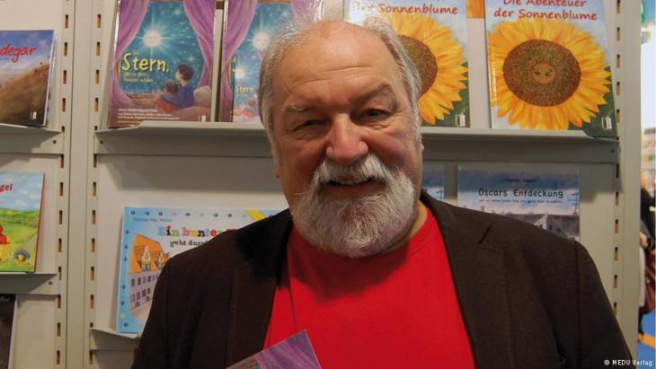 توماس ماك بفايفير - مؤلف الكتاب