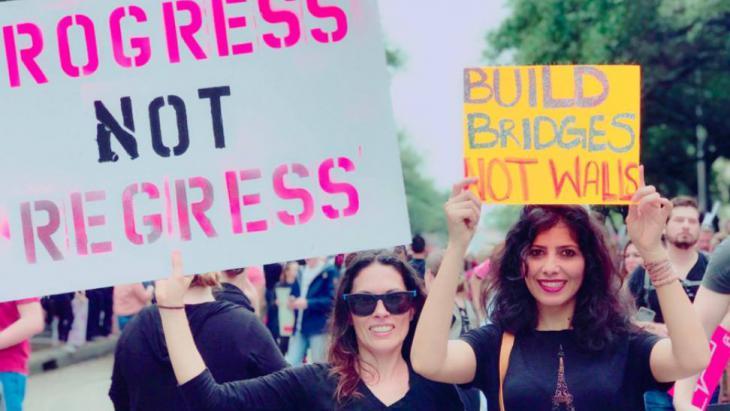 الحل يكمن في رفع الوعي لدى المرأة بأنها ليست سلعة للتغطية أو التعرية.