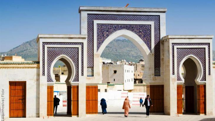مدينة مغربية تتميز بموقعها الجميل الذي تحيط به التلال من كل جانب، وتتكون من قسمين: فاس البالية أي القديمة، والتي تعد من مدن القرون الوسطى والتي ما زالت مأهولة، وفاس الجديدة التي تكونت سنة 1276 وتوسعت جنوبا.