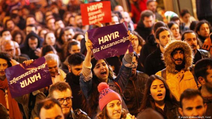 """إعادة العمل بعقوبة الإعدام، من أن ذلك سيشكل """"إشارة واضحة إلى أن تركيا لا ترغب في الانضمام إلى العائلة الأوروبية""""."""