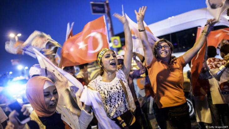 """بعد فوز معسكر """"نعم"""" في استفتاء مثير للجدل، حصل الرئيس رجب طيب أردوغان على تفويض شعبي كان يحلم به لإقرار نظام رئاسي يمنحه صلاحيات أوسع"""
