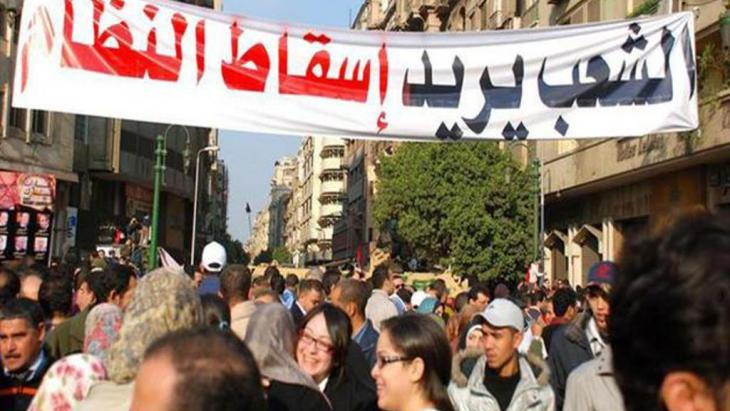 لم يصل الربيع العربي إلى مبتغاه وكانت النتائج، إذا استثنينا تونس، مريرة ومكلفة ومخيبة للآمال، والسبب أن أعداءه كثر، والمفارقة أنهم ينتمون إلى جهات تبدو متخاصمة ومتحاربة، لكنها تتفق جميعها على محاصرة ثوراته وتشويهها، وإجهاض تطلعات شعوب المنطقة نحو الديمقراطية.