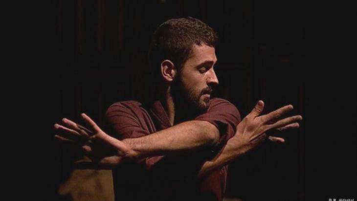 """تألق وتميز وإبداع: """"لقد أعجب ساشا ببراعة وحذق مدحت لما درسه في سوريا من رقص تعبيري كما أن إعجابه بانفتاح  وحسن أخلاق الراقص اللاجئ""""."""