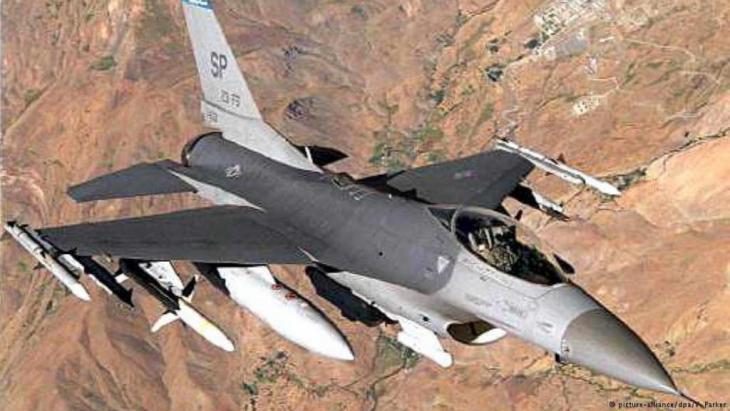 """قال التحالف الدولي الذي تقوده الولايات المتحدة الأمريكية لمحاربة تنظيم """"الدولة الإسلامية"""" (داعش) في سوريا ليلة الأربعاء/الخميس في بيان إنه تم استهداف القوات المتحالفة مع الحكومة السورية، وقتل أكثر من مئة مقاتل."""