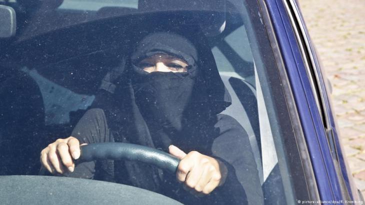ألمانيا: يجب كشف الوجه أثناء قيادة السيارة ونزع النقاب
