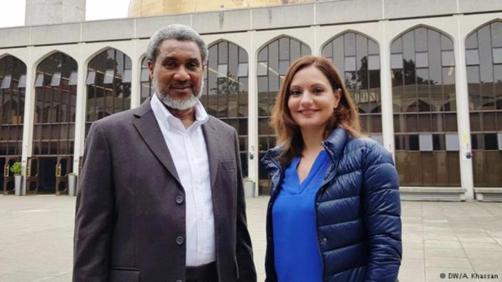 قصة تحول رئيس مرصد الشرق الأوسط في لندن من المسيحية إلى الإسلام