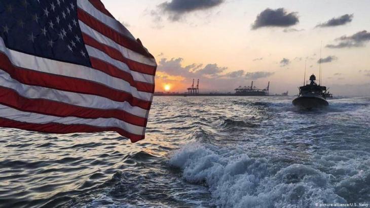 قفزت قضية أمن الملاحة في الخليج، الذي يمر عبر نحو خمس إمدادات النفط العالمية، إلى صدارة الأجندة العالمية منذ مايو أيار عندما اتهمت واشنطن طهران بالوقوف وراء تفجيرات ألحقت أضرارا بست ناقلات على مدى عدة أسابيع.