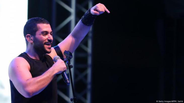 """بعد إلغاء حفل لفرقة """"مشروع ليلى"""" في العاصمة اللبنانية بيروت """"منعاً لإراقة الدماء""""، شهدت مقاهي العاصمة وشوارعها تضامناً من نوع خاص مع الفرقة شارك فيه العديد من نجوم الموسيقى احتجاجاً على إلغاء الحفل."""