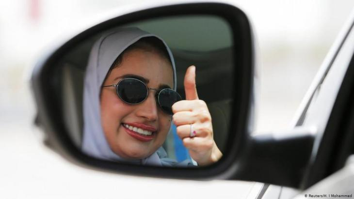 """يعتبر المراقبون أن الأزهر قطع الشك باليقين، وأنهى النقاش الدائر حول الحجاب وما إذا كان """"عادة أم عبادة"""" ليصرح وبشكل قاطع أن الدين الاسلامي لم يفرضه."""