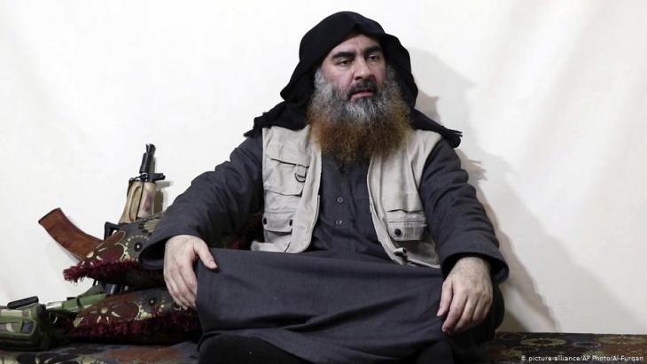 """في البداية وردت أنباء عن """"مقتل"""" زعيم تنظيم """"داعش"""" أبو بكر البغدادي في عملية للقوات الخاصة الأمريكية بانتظار التأكيد من واشنطن. الرئيس ترامب قطع الشك باليقين وأعلن رسميا عن مقتله. وبذلك وتنتهي قصة مطاردة البغدادي الطويلة."""