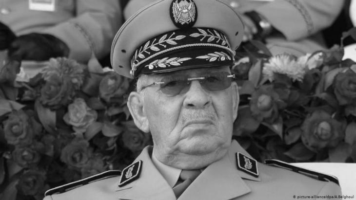 نقلت وكالة رويترز عن تلفزيون النهار الجزائري وفاة أحمد قايد صالح رئيس أركان الجيش الجزائري