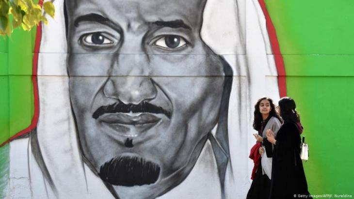 """بسبب كورونا.. السعودية تتخذ إجراءات تقشفية """"مؤلمة"""". أزمة كورونا وانهيار أسعار النفط تهوي بالإيرات السعودية والاحتياطات من العملات الأجنبية إلى مستو قياسي"""