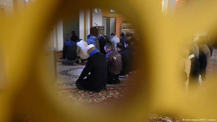 """""""الأزمة إنما تعود في أساسها لواقع الدولة المسلمة، وتشكيلاتها الاجتماعية والثقافية، والفقر، وتراجع التعليم وغياب حقوق المرأة وهيمنة العسكر على الحياة المدنية"""""""