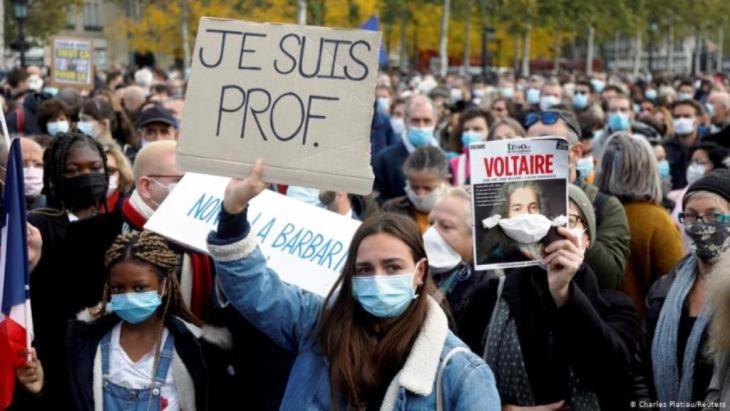 أثارت جريمة قتل المدرس صامويل باتي موجة حزن في فرنسا، وتجمع الآلاف في عموم البلاد تكريما للضحية.