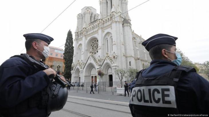 رجال شرطة فرنسيون  في العاصمة باريس.