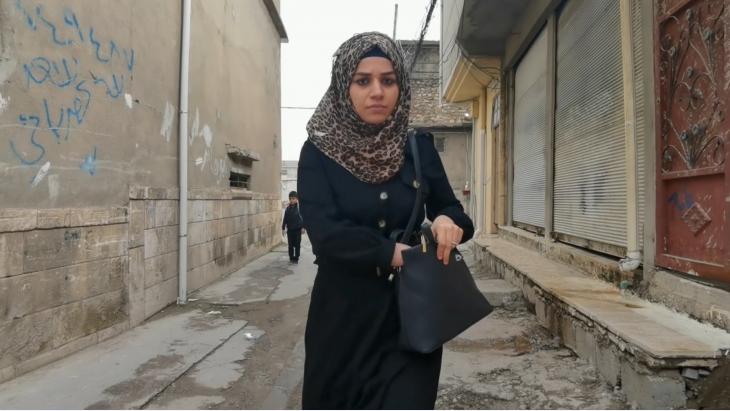 """مشهد من الفيلم العراقي القصير """"حدود الهوية"""" - الموصل. """"حُكم داعش كان واقعنا وهو جزء من تجربتنا. ومواجهة ذلك فقط تجعلنا أقوى""""."""