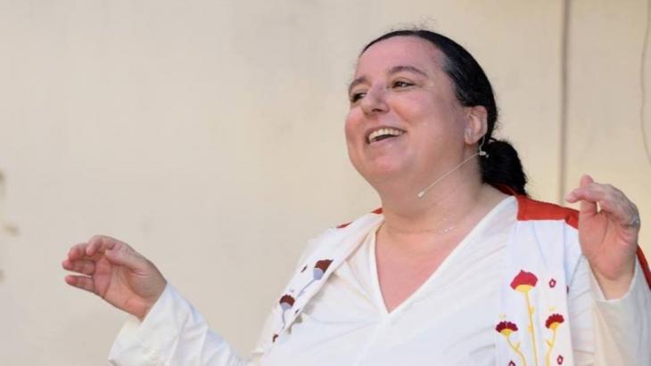 الفنانة التركيبية والمؤلفة والناشرة اللبنانية نادين توما.
