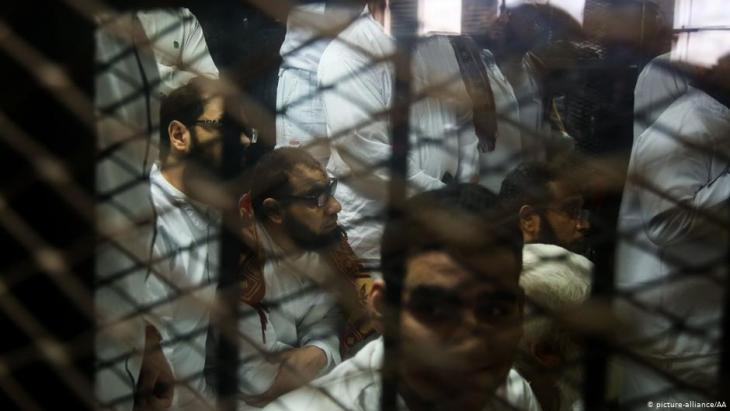 من غير المعروف عدد النشطاء الموجودين في السجون المصرية (صورة رمزية).