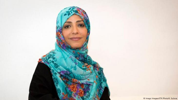 لناشطة الحقوقية توكل كرمان ممن شاركوا عام 2011 في الثورة الشبابية اليمنية، أملاً في نيل الحرية وبناء دولة ديمقراطية. حازت في العام ذاته -كأول امرأة عربية- على جائزة نوبل للسلام.