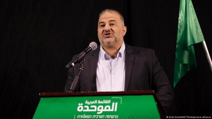 منصور عباس (47 عاما) زعيم القائمة العربية الموحدة في إسرائيل.