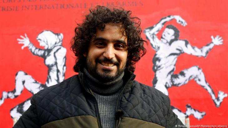 """الصورة في باريس عام 2019 - وُلد مراد سبيع عام 1987 في محافظة ذمار اليمنية وقد بدأ الرسم على الجدران بعد ثورة عام 2011 إبان """"الربيع العربي""""."""