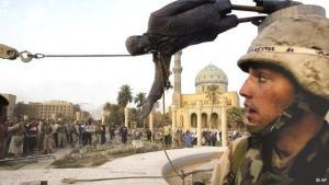 إسقاط تمثال صدام حسين في 9 إبريل/ نيسان 2003. أ ب