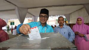 مواردي نوردين أحد المرشحين في انتخابات عاصمة مقاطعة آتشيه بشمال سومطرة بإندونسيا، إبريل 2012. إ ب أ